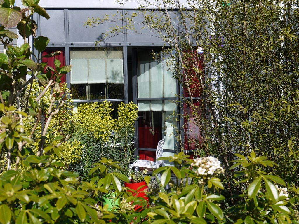 La terrasse du gîte au printemps